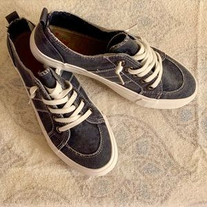 Jellypop Size 8.5 Navy/Denim color... FAB Shoes!